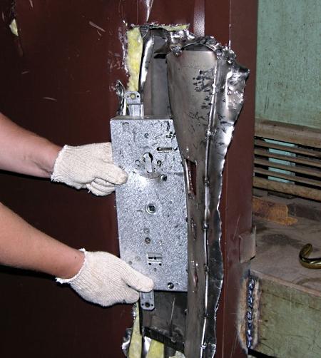 Ремонт замков на металлических дверях